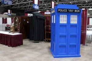 Comicon 2017 Dr Who Tardis police box wedding photo booth.